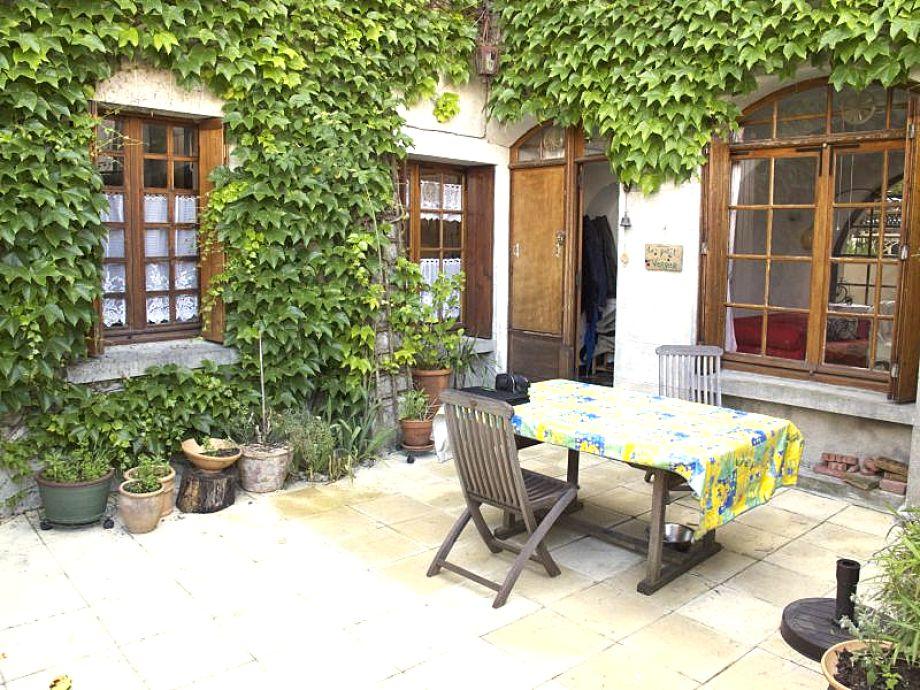 Terrasse im Gartenbereich mit viel Platz