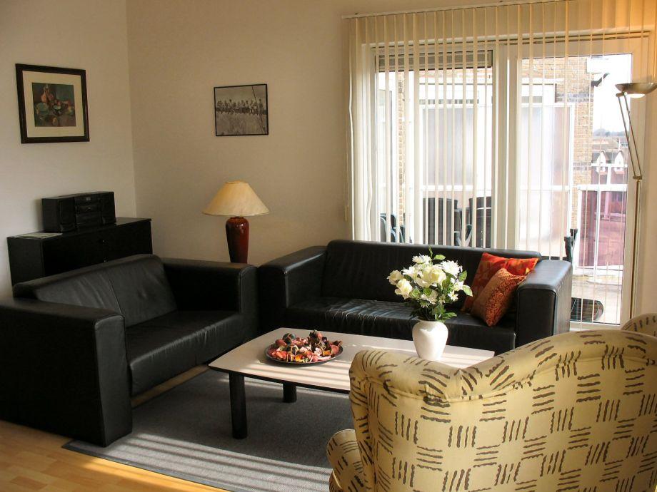 Das Wohnzimmer mit gemütlicher Couch