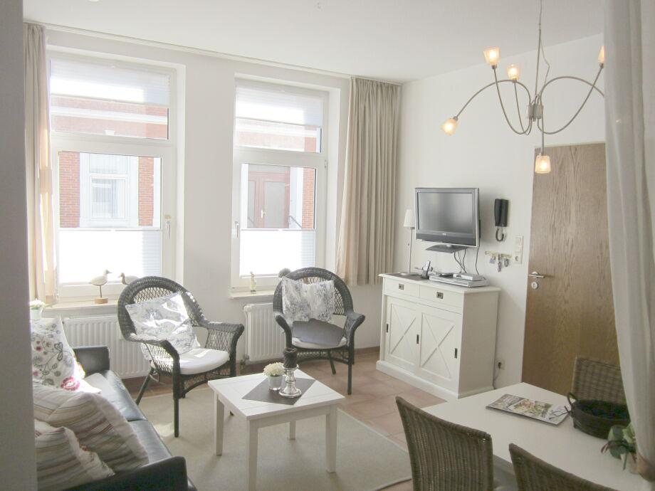 Gemütliches, helles Wohnzimmer (mit Schlafcouch)