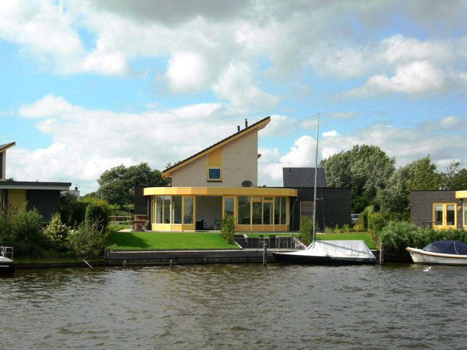 Luxus Ferienhaus am Wasser in Friesland