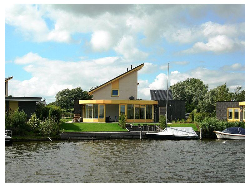 Villa am Wasser beim IJsselmeer.