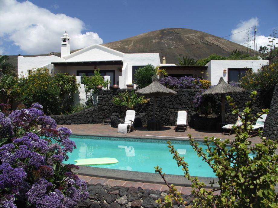 Casa Roco mit Pool vor malerischer Kulisse