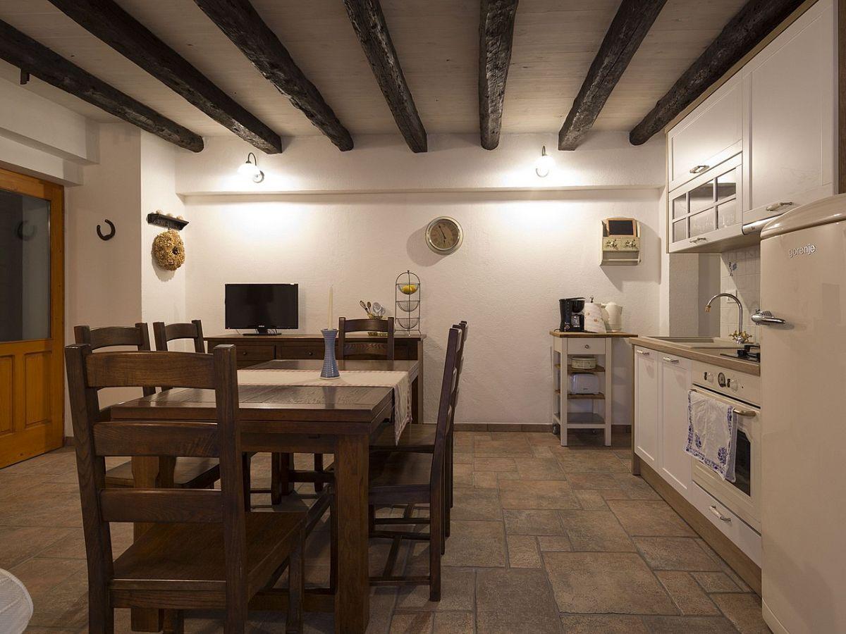 Ferienhaus melly dalmatien makarska firma prominens d for Wohnzimmer mit esstisch