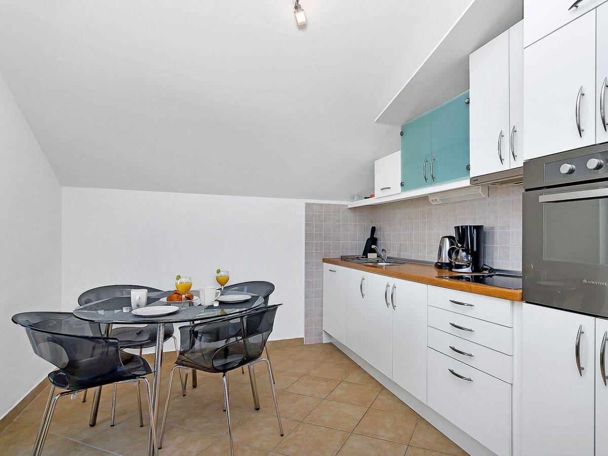 ferienwohnung swed dalmatien makarska firma prominens d o o frau dubravka paunovic. Black Bedroom Furniture Sets. Home Design Ideas