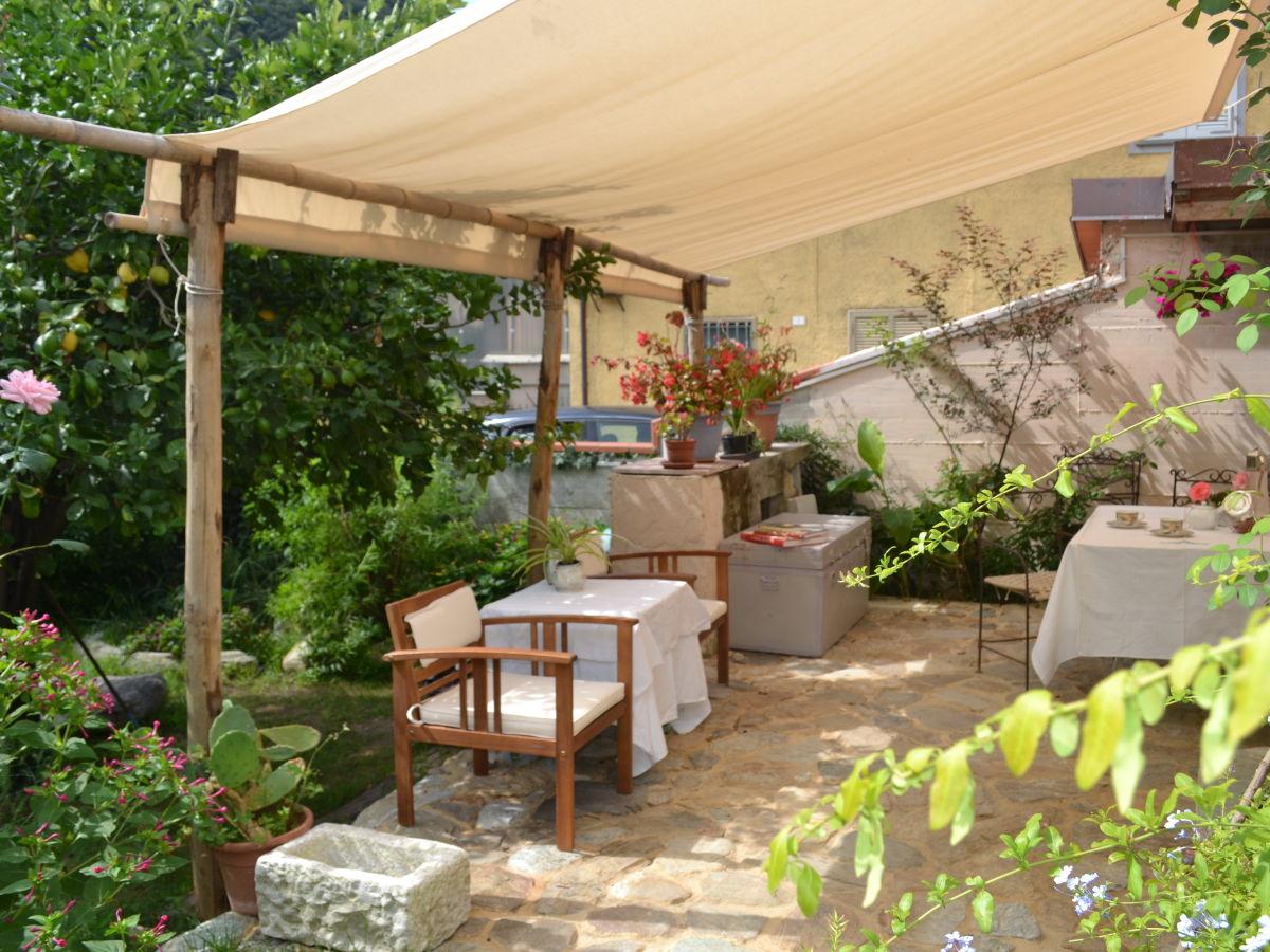 ferienhaus la casina dei limoni toskana am meer riviera della versilia frau cosima. Black Bedroom Furniture Sets. Home Design Ideas