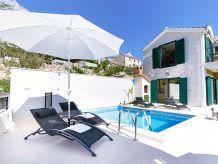 Schöne Villa mit Pool in Makarska
