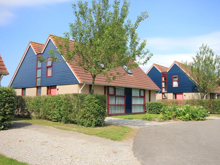 Park mit Lotus 8 Ferienhaus