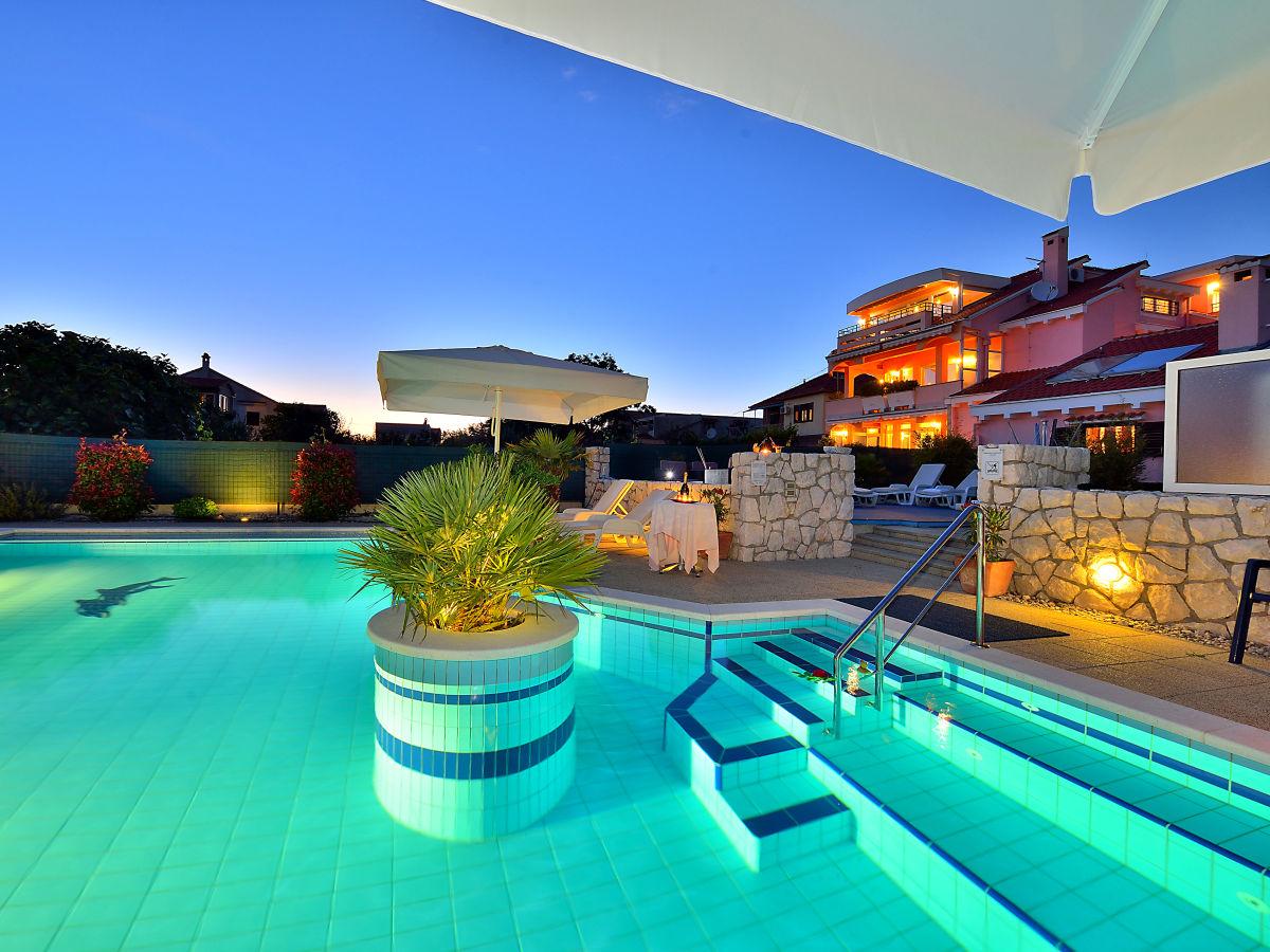 Ferienwohnung in der villa dalmatina zadar zadar frau for Kroatien villa mit pool