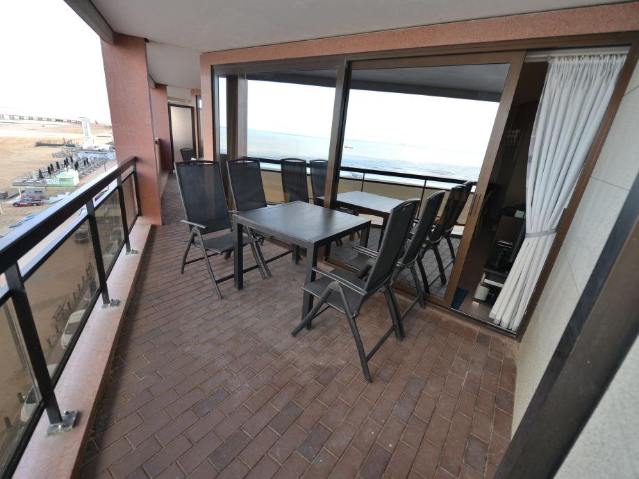 Terrasse vom Wohnzimmer