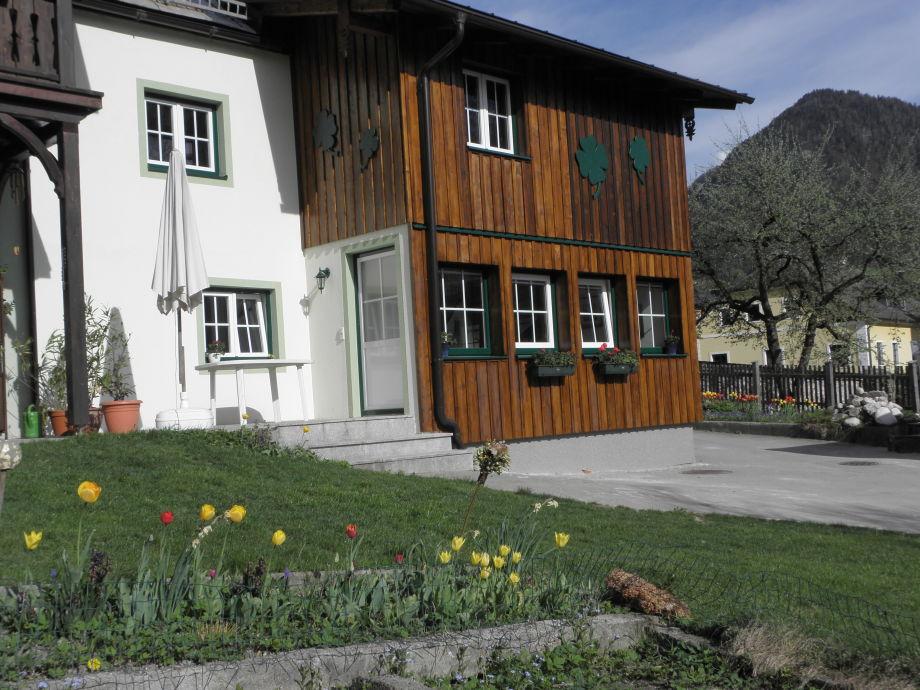 Wohn- und Schlafzimmer mit Blick auf Garten