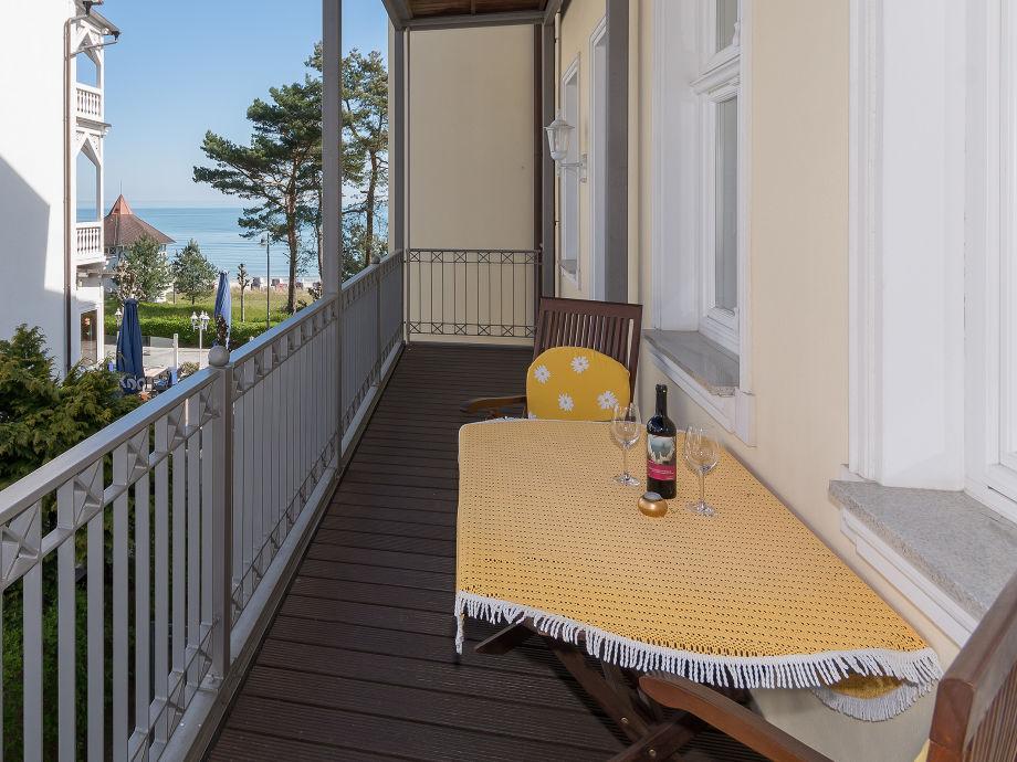 11m langer Balkon mit Zugang vom Wohn- und Schlafzimmer
