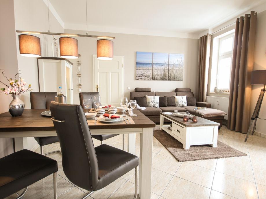 Elegant eingerichteter  Wohn- und Essbereich