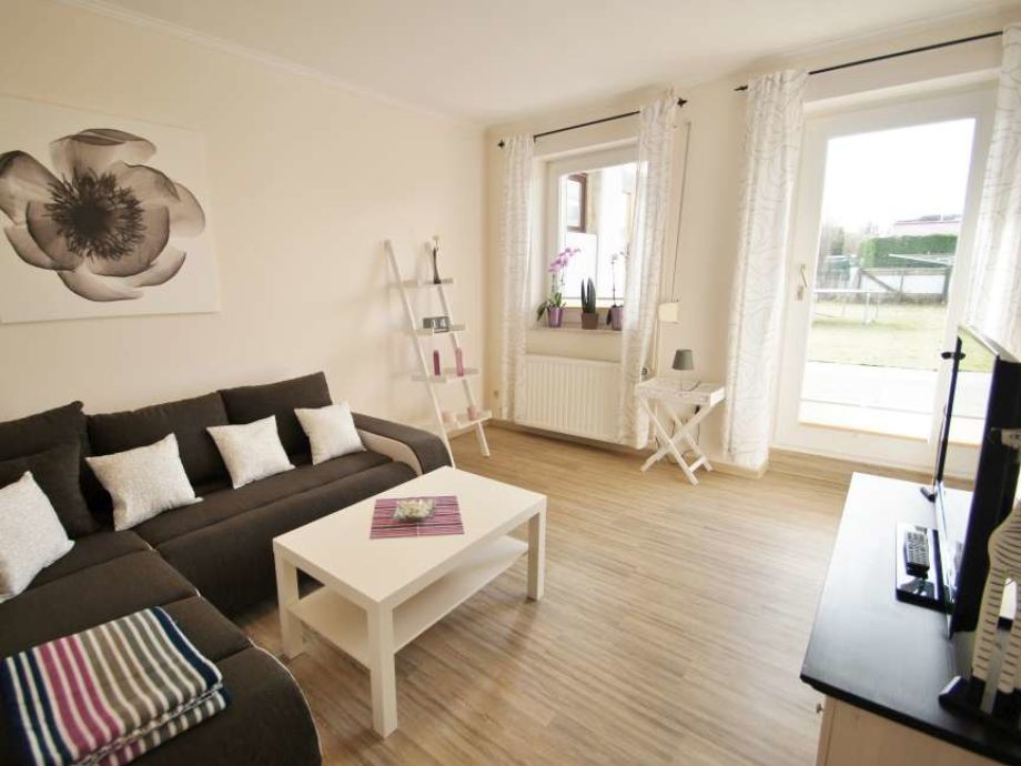 Wohnzimmer mit Terrassenzugang.