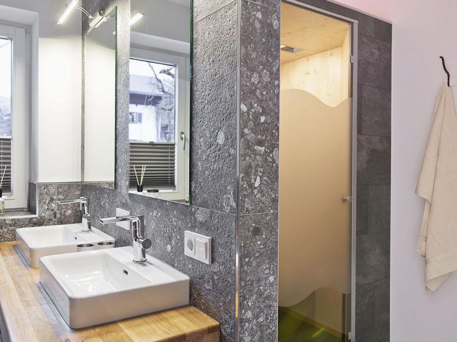 Badezimmer Appartement 1 mit Infrarotkabine