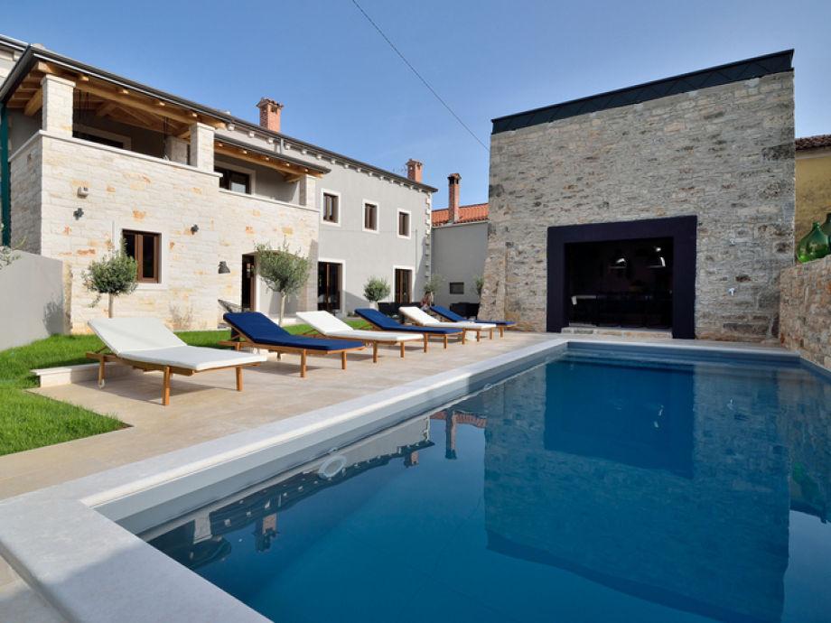 Pool und Fassade
