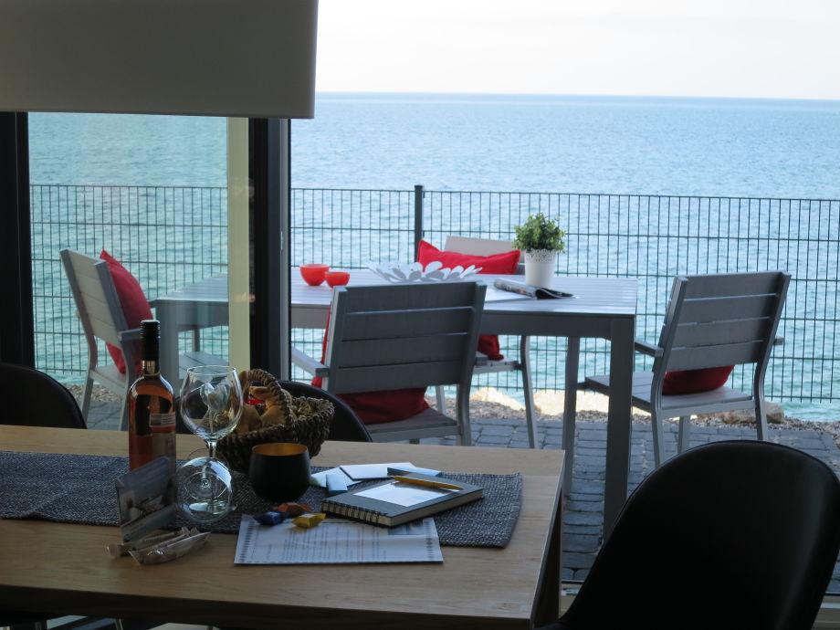Die Terrasse mit Grill & Sonnenschirm und Meerblick!