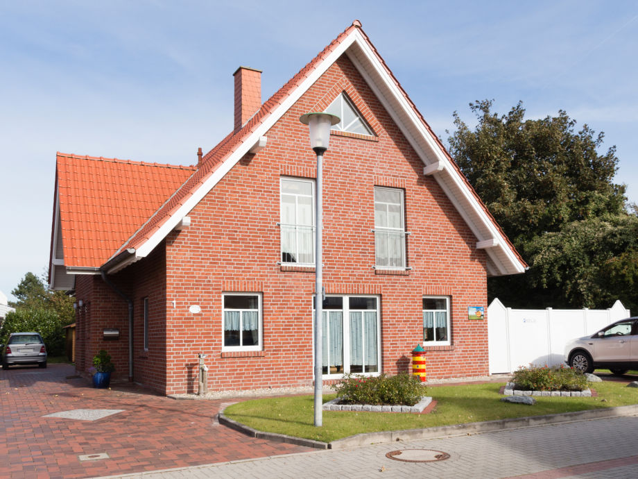 Das Haus Merlin mit Stellplatz (links)