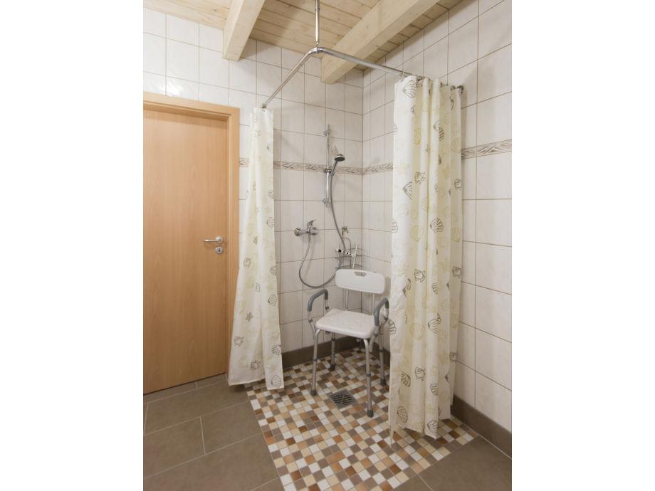 badezimmer dusche mit schr ge ebenerdige und bodengleiche. Black Bedroom Furniture Sets. Home Design Ideas