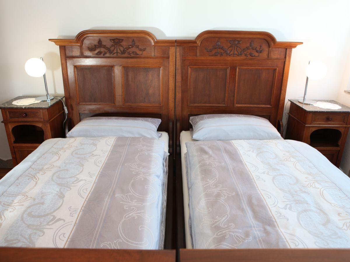 ferienwohnung stilvolles ambiente stuttgart frau anneliese leanza. Black Bedroom Furniture Sets. Home Design Ideas