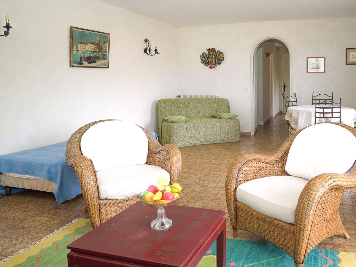 ferienwohnung im erdgeschoss mit kleinem meerblick in les issambres c te d 39 azur les issambres. Black Bedroom Furniture Sets. Home Design Ideas