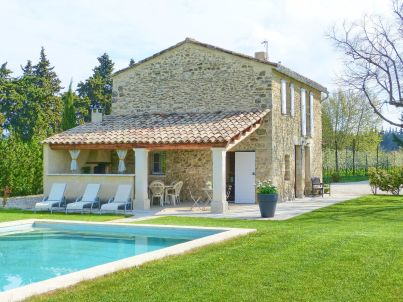 with pool in Provence in L'Isle-sur-la-Sorgue