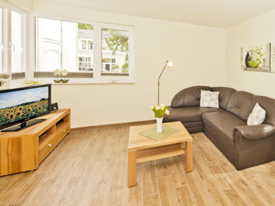 Wohnzimmer mit TV-Gerät