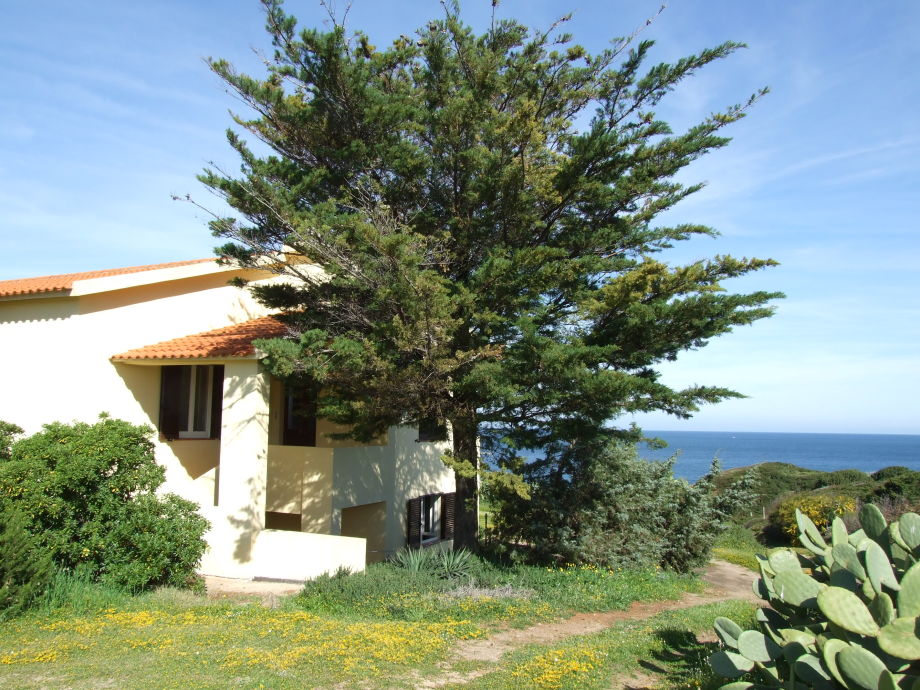 Ansicht Haus Seite und Eingang zur Wohnung