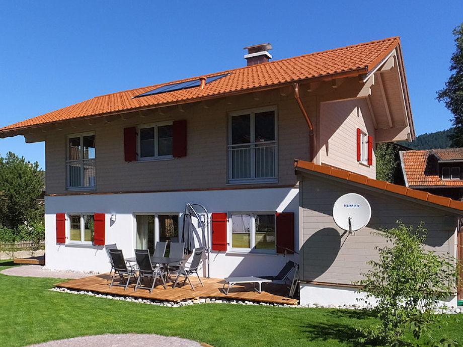 Das Haus von Südosten mit grosser Sonnentrrasse