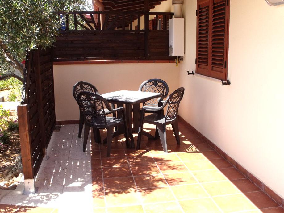 Ein Teil der sonnigen Terrasse