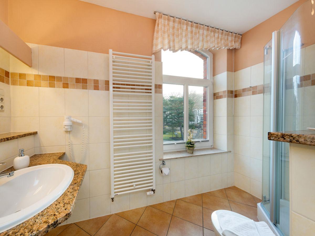 ferienwohnung strandrose in der villa gl ckspilz ostseebad binz insel r gen firma. Black Bedroom Furniture Sets. Home Design Ideas