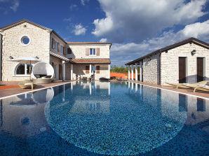 Villa Luxoria