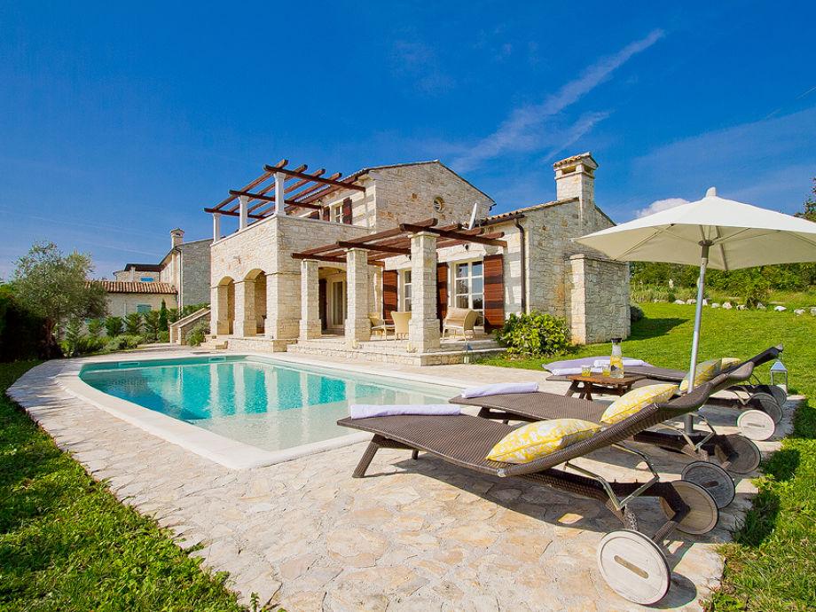 Schöne moderne Villa mit Pool