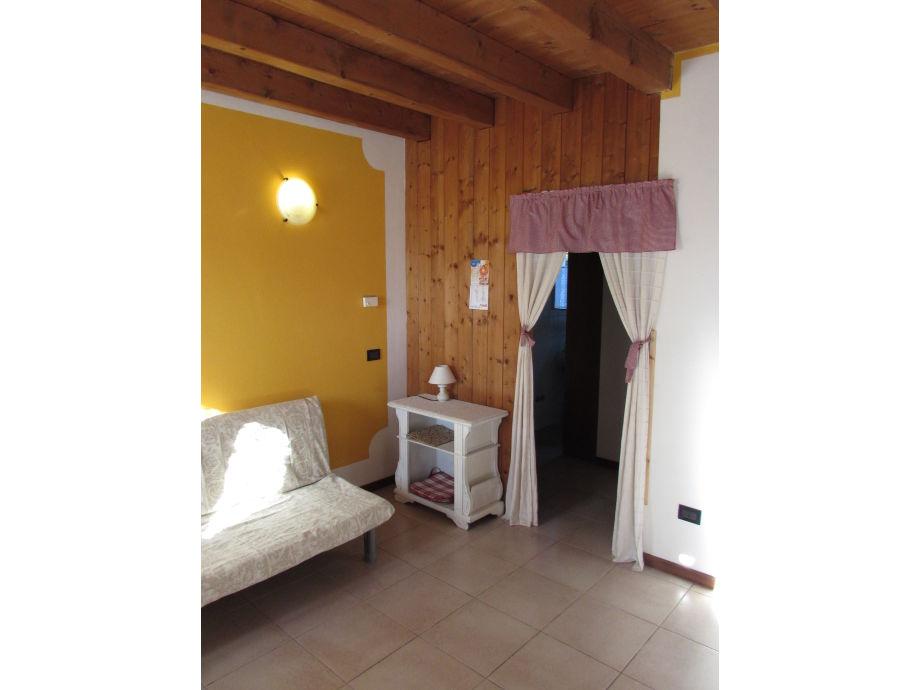 wohnzimmer mit sofà (doppelbett)