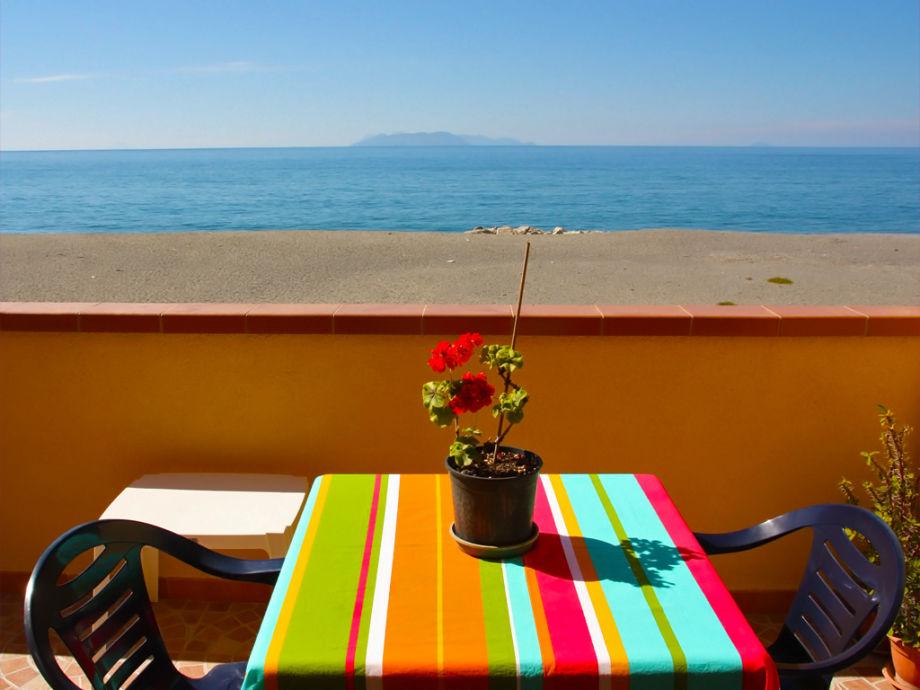 Blick vom Balkon auf die Äolischen Inseln