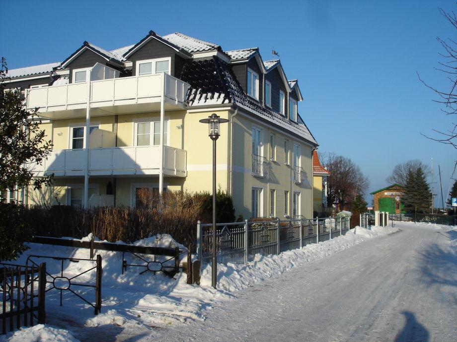 Straßenansicht im Winter