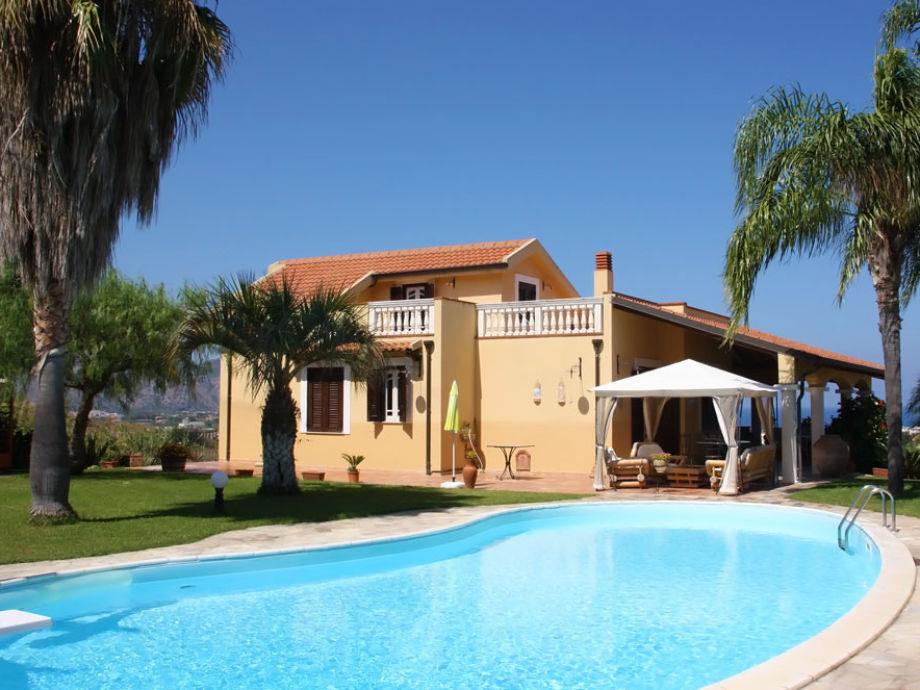 Villa Falcone mit Pool und Meerblick