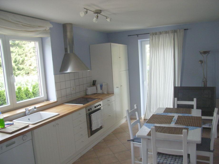 Große Küche mit ausziehbarem Esstisch bis zu 8 Personen