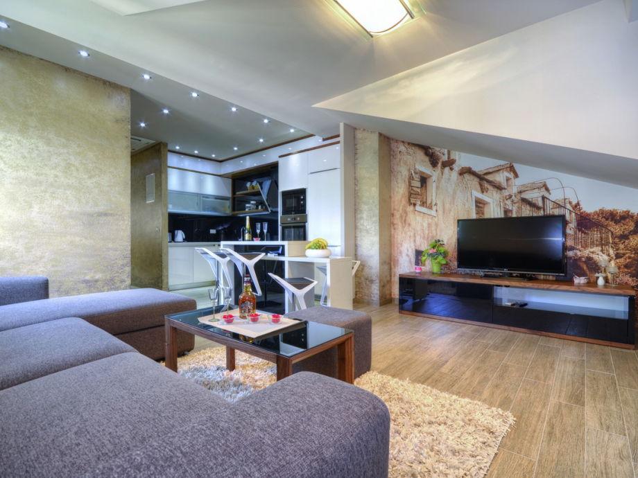 Das Wohnzimmer mit Küche