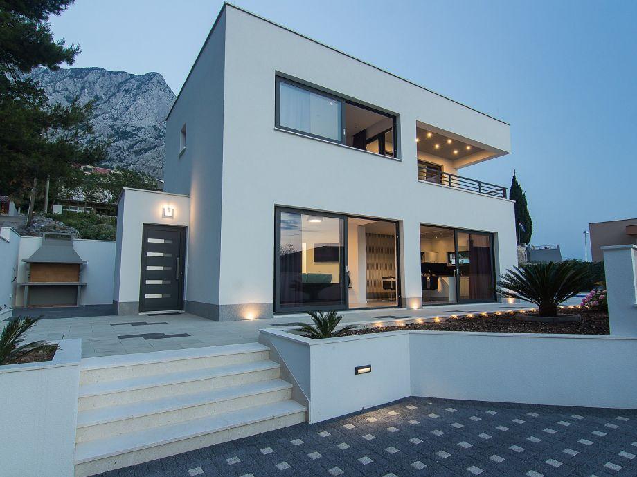 moderne villa mit pool bei baska voda dalmatien baska. Black Bedroom Furniture Sets. Home Design Ideas