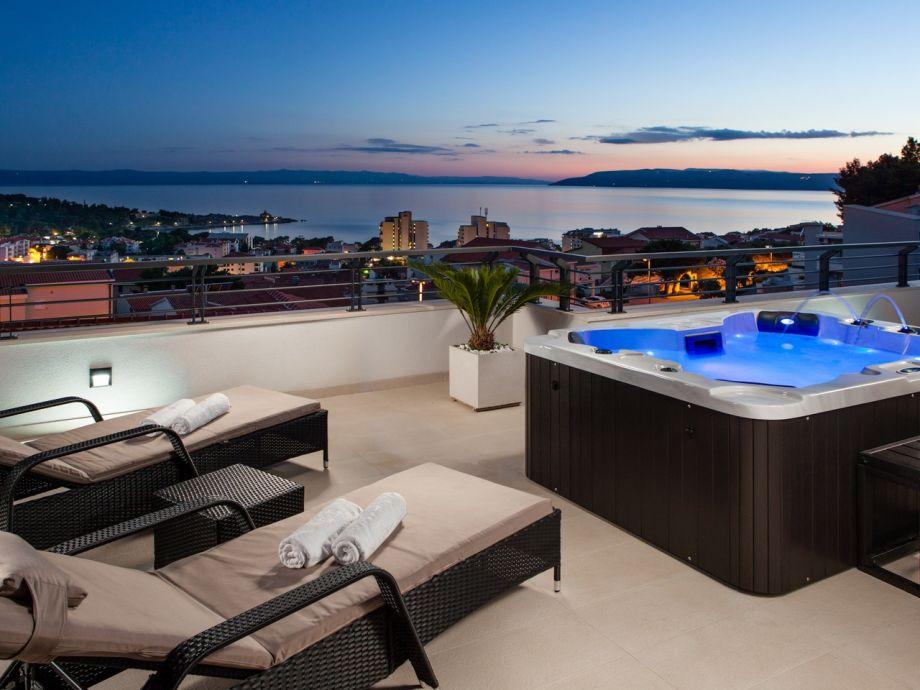 Dachterrasse mit Meerblick und Whirlpool