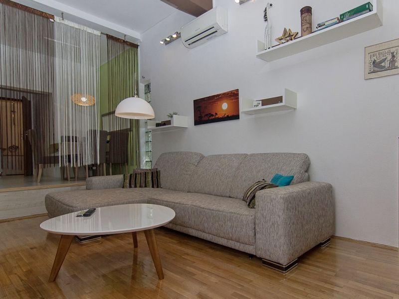 Holiday apartment More directly at beach of Makarska