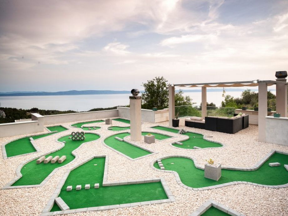 Terrasse mit Meerblick und Mini-Golf Platz