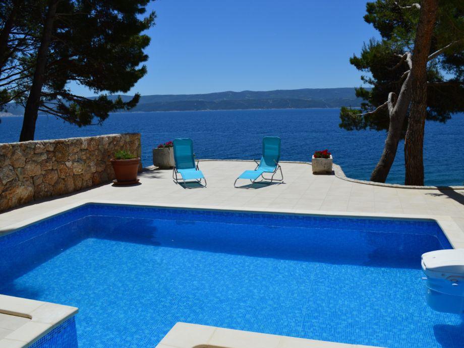 Pool & Terrasse mit Meerblick