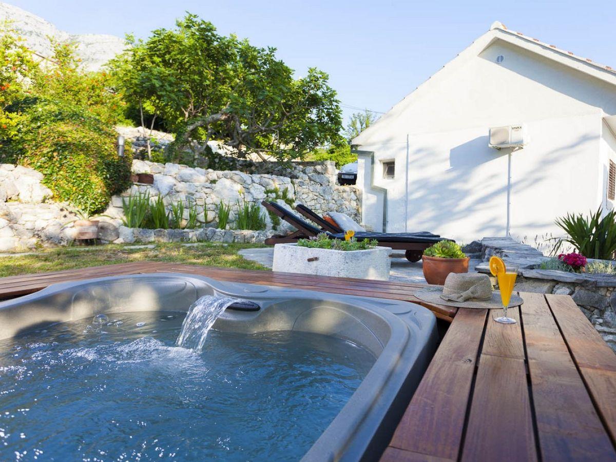 ferienhaus mendy dalmatien split firma prominens d o o frau dubravka paunovic. Black Bedroom Furniture Sets. Home Design Ideas