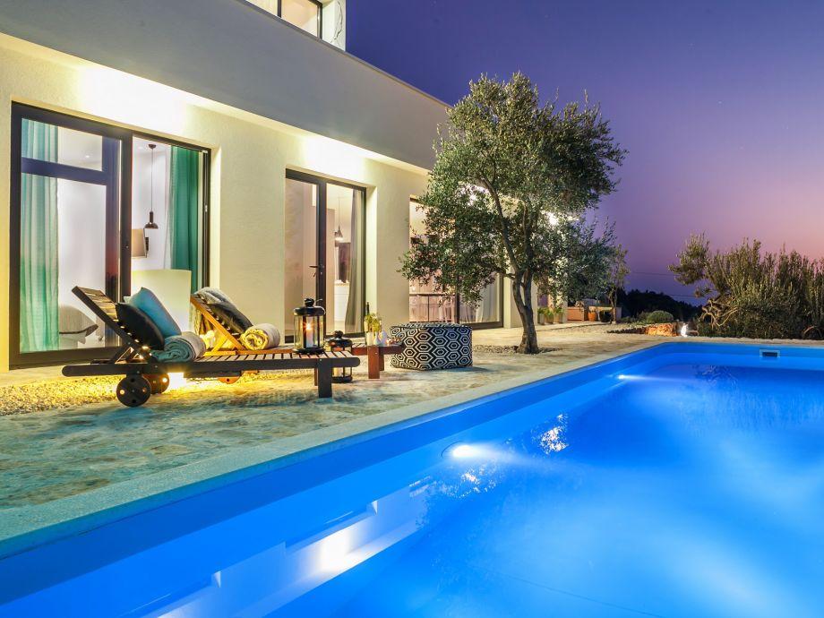 Villa with swimming pool Makarska