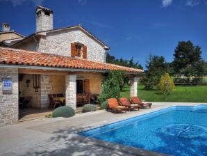 Villa 588