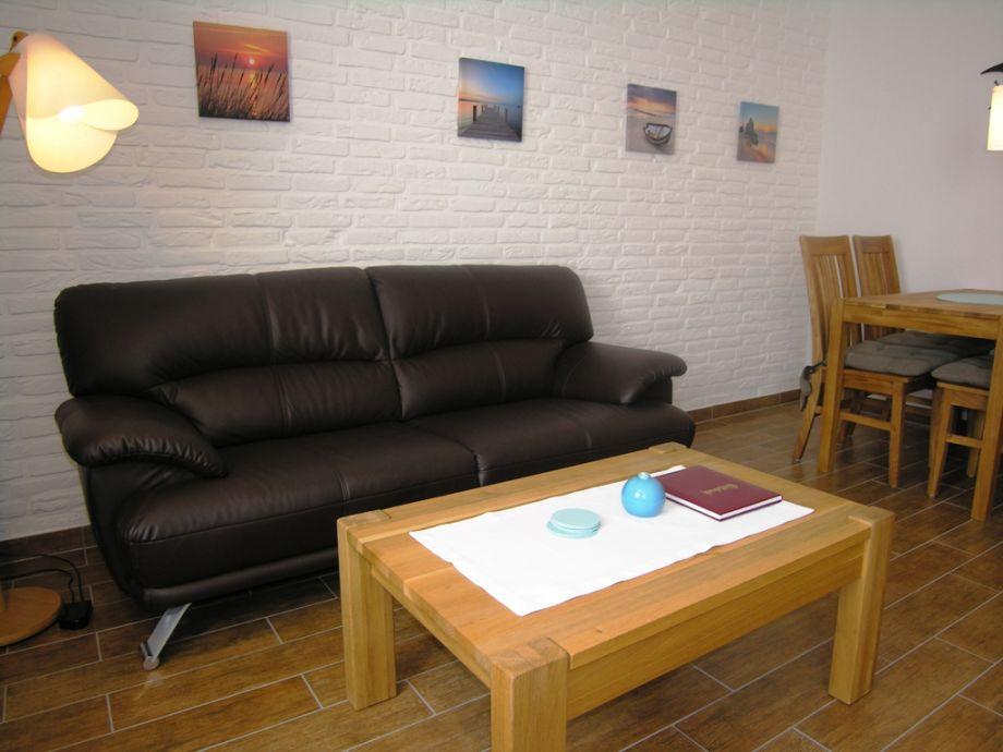 Wohnbereich mit Sofa, Esstisch