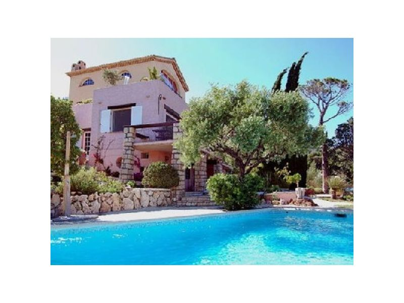 Luxus Villa mit Pool und Meer Panoramablick