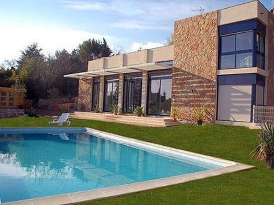 Pool vor der Villa