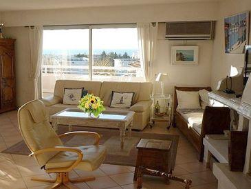Penthouse Apartment mit Pool und Meerblick